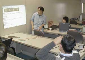 コンピュータ用語の手話案をみんなで検討中